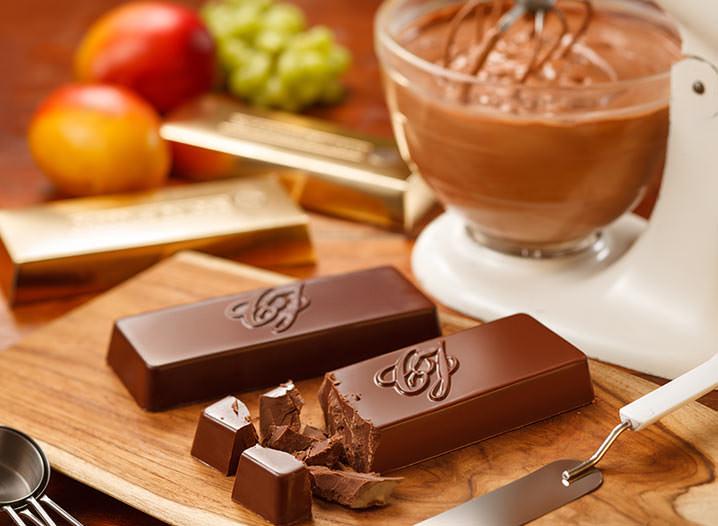 Receita de Mousse de Chocolate Meio Amargo com Coulis de Manga